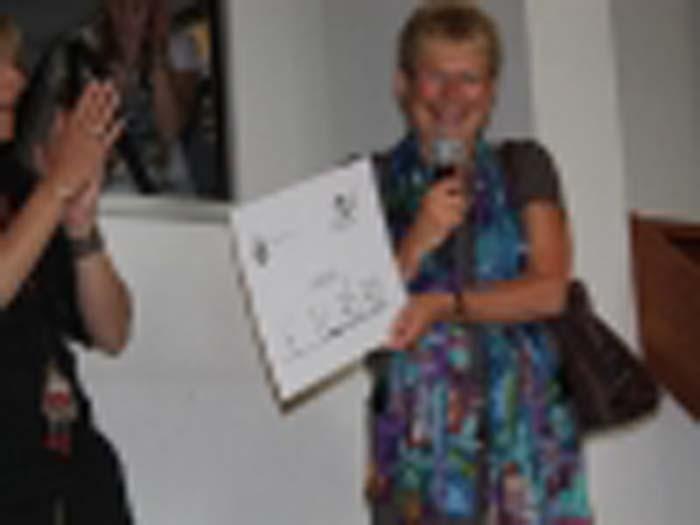 cheque-wordt-overhandigd-aan-emma-kinderziekenhuis